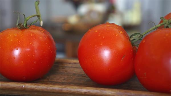 厨房食材西红柿洗洁净摆放成熟番茄蔬果镜头特写高清视频拍摄