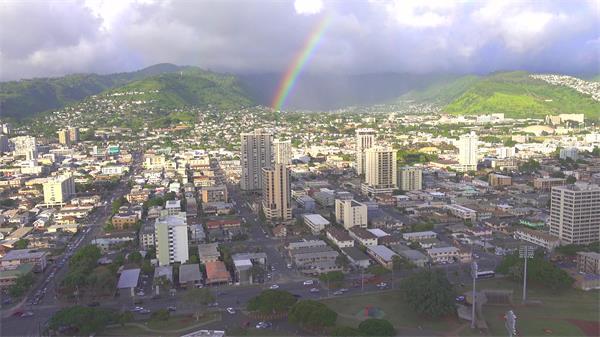 [4K]城市建筑中心街道交通车辆行驶雨后彩虹远镜头延时高清视频实