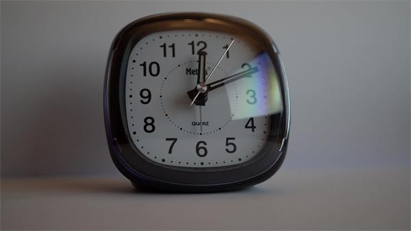 [4K]闹钟闹时装置机械分针秒针技术发展生产镜头特写高清视频实拍