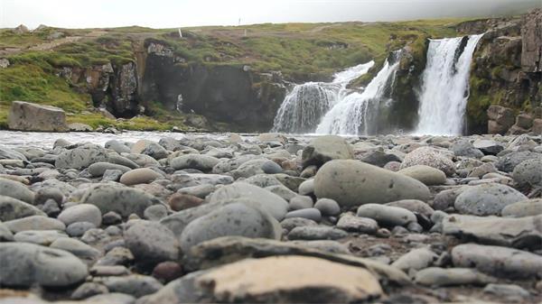 清澈水流山涧瀑布河流直流而下大自然风景生态环境高清视频实拍