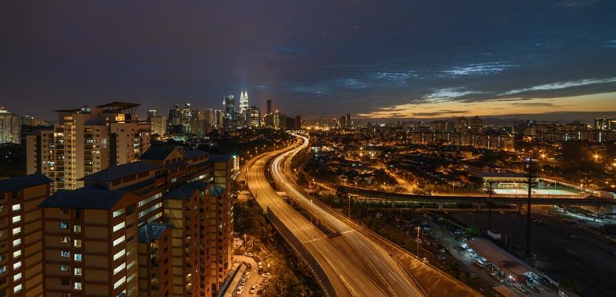 夜间城市高楼灯光时间流逝夕阳穿梭高清视频实拍