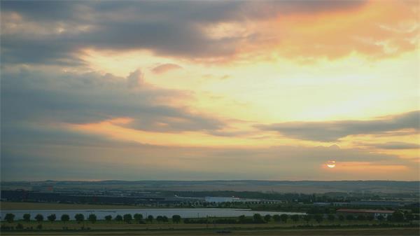 清晨城市唯美日出升起广阔大地房屋建筑日落自然景色高清视频实拍