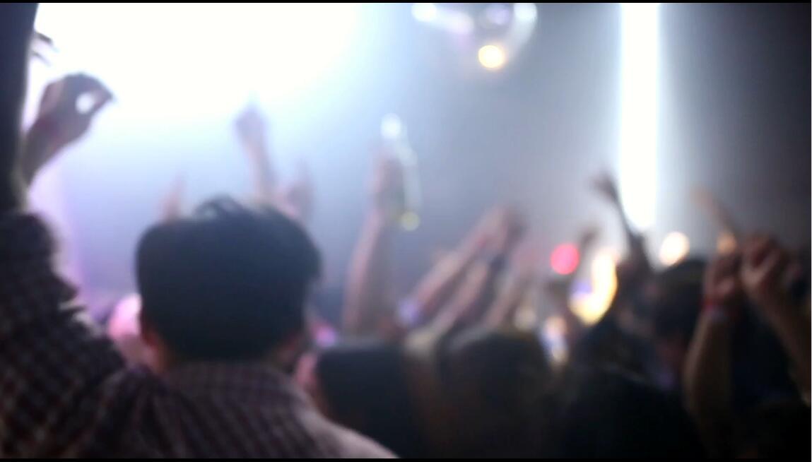夜店俱乐部人群跳舞挥?#27835;?#21160;音?#20540;?#20809;高清视频实拍