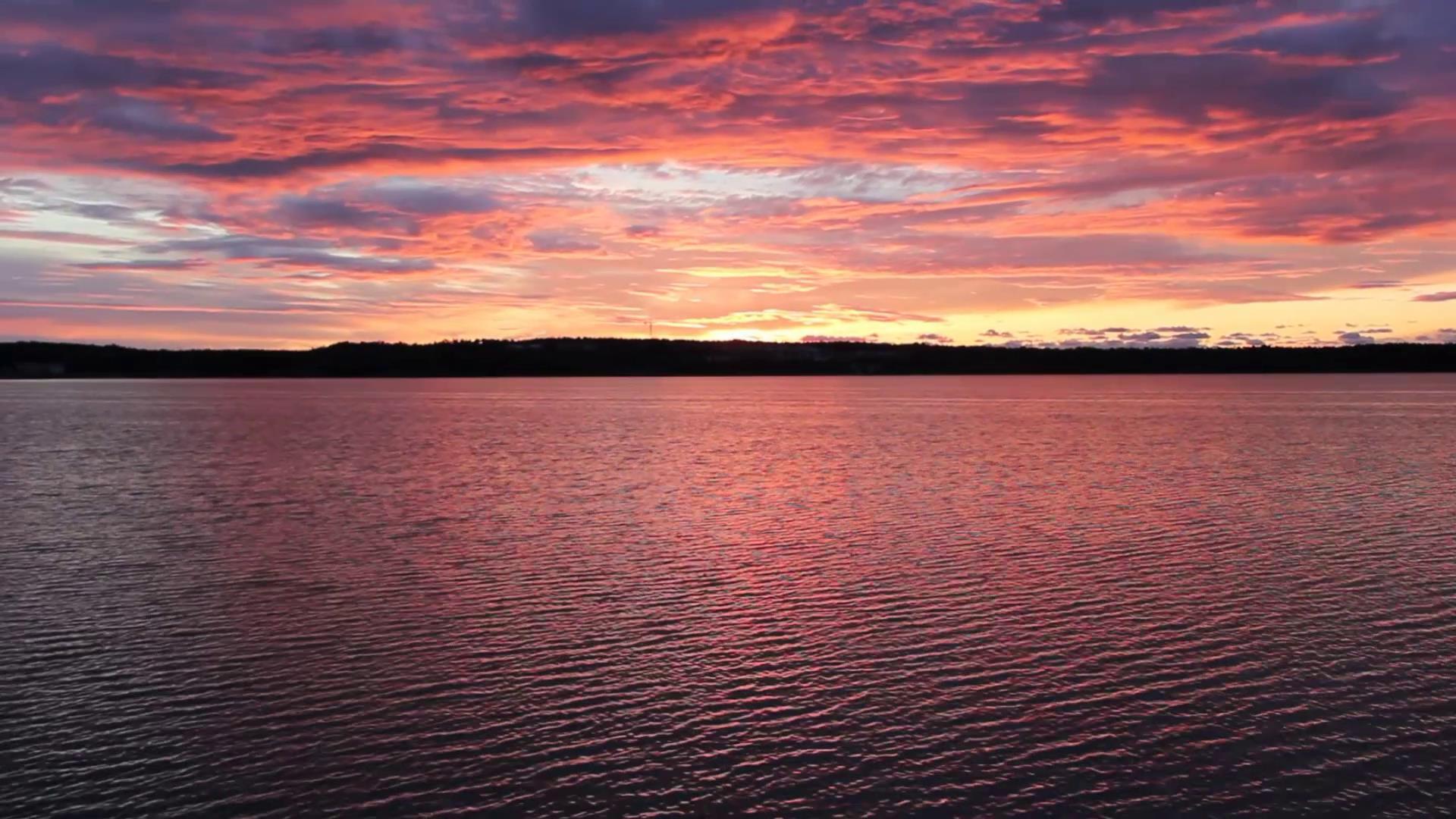 黎明时分海湾水光粼粼美丽风景高清实拍