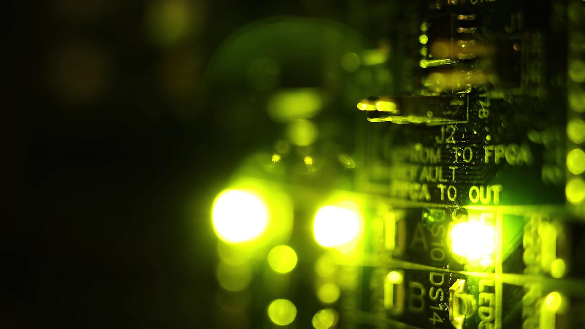 黄绿色霓虹灯电路板发光高清视频素材