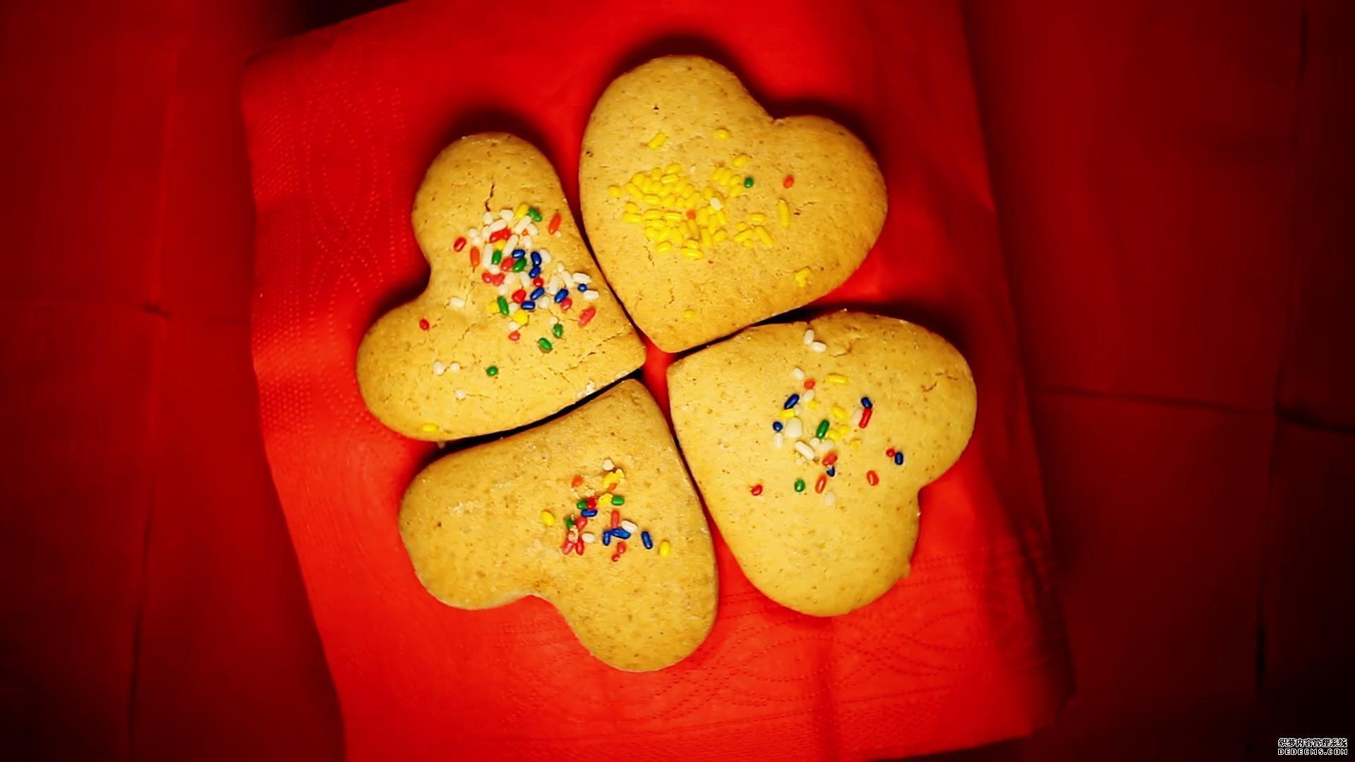情人节礼物可爱心形曲奇饼干旋转高清实拍