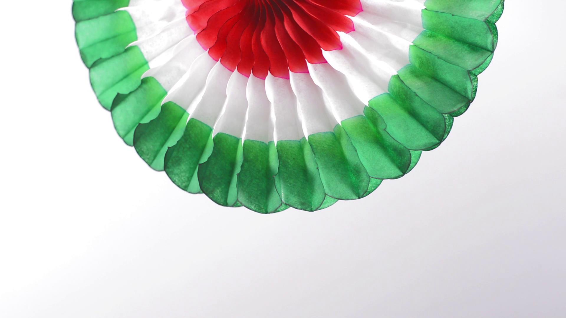 彩色纸质装饰物旋转慢动作高清实拍