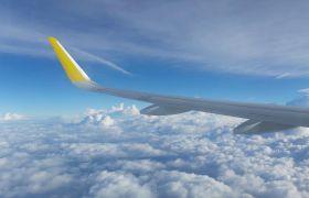 飞机飞行高空云端窗口景色高清实拍