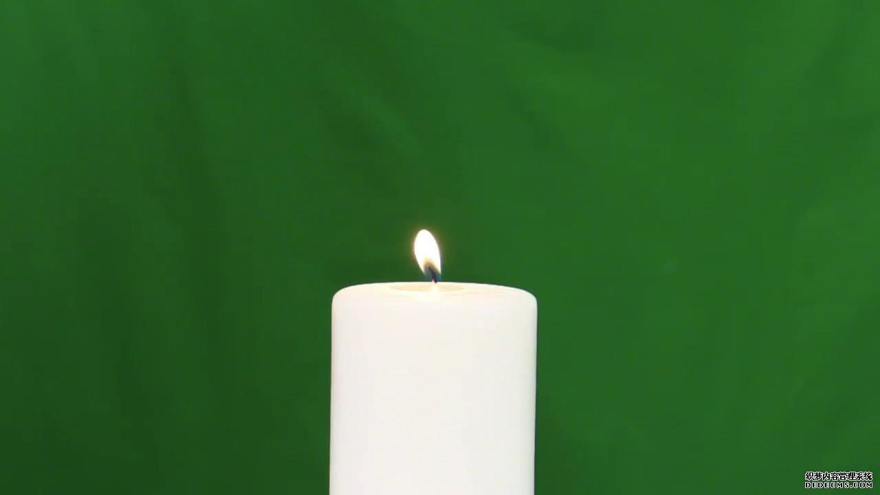 绿幕背景火柴点燃蜡烛吹动高清实拍